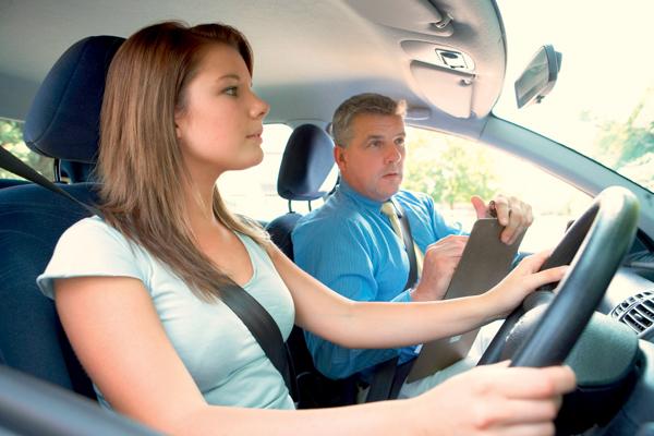 Разберемся, как же стать инструктором по вождению